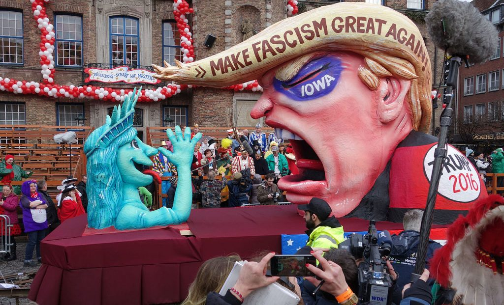 Düsseldorfer Rosenmontagszug: Make Fascism Great Again